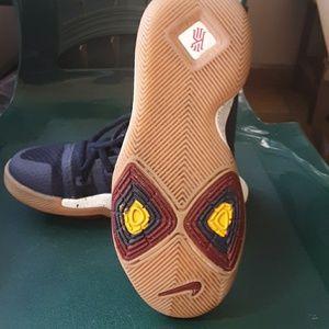 Nike Shoes - Kyrie 4